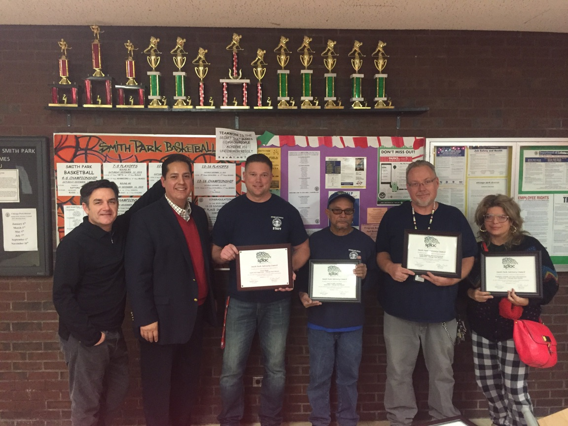 The Smith Park Advisory Council honors the Chicago Park District staff at Smith Park with awards.